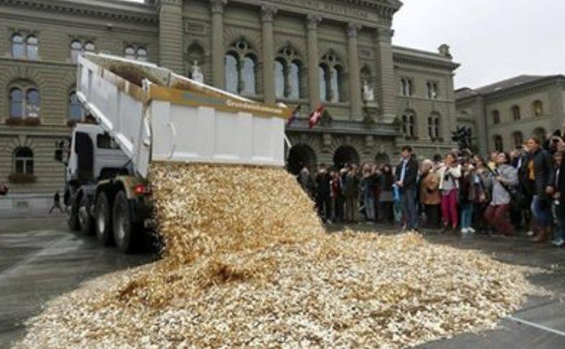 Мужчина оставил громадное наследство детям в монетах! Для обмена и транспортировки в банк монет нанимали грузовик!