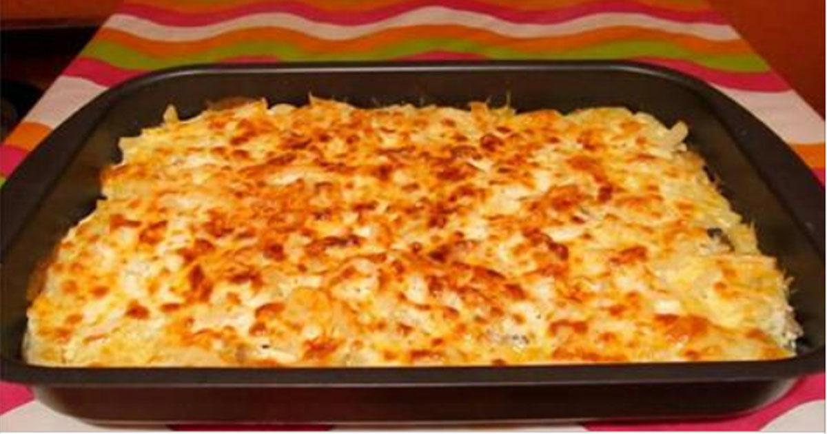Смешайте картофель с чесноком и сыром, поставьте в духовку. Это просто но безумно вкусно!