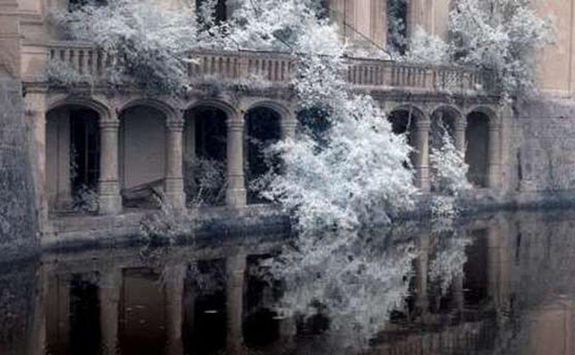 Непривзойденная и атмосферная красота заброшеных замков (фото)