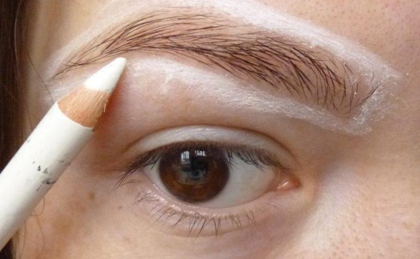 7 хитростей применения белого карандаша, который сделает ваш макияж идеальным!