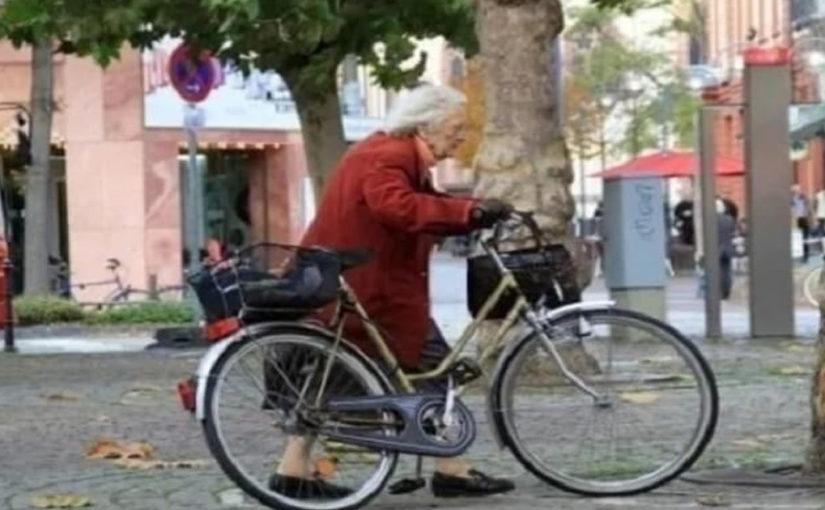 Очень трогательная история про пожилую пару.