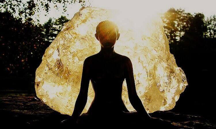 5  правил: как защитить себя и близких от чужой негативной энергии и дурного влияния.