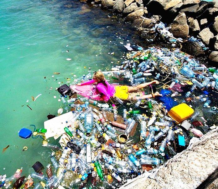25 отрезвляющих фото, которые красноречиво расскажут о том, как пластик уничтожает нашу планету