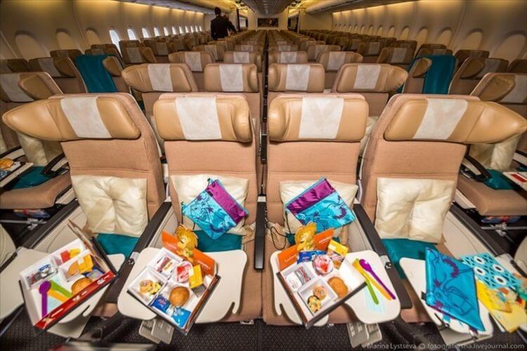 КАК выглядит путешествие на борту самого роскошного самолета в мире