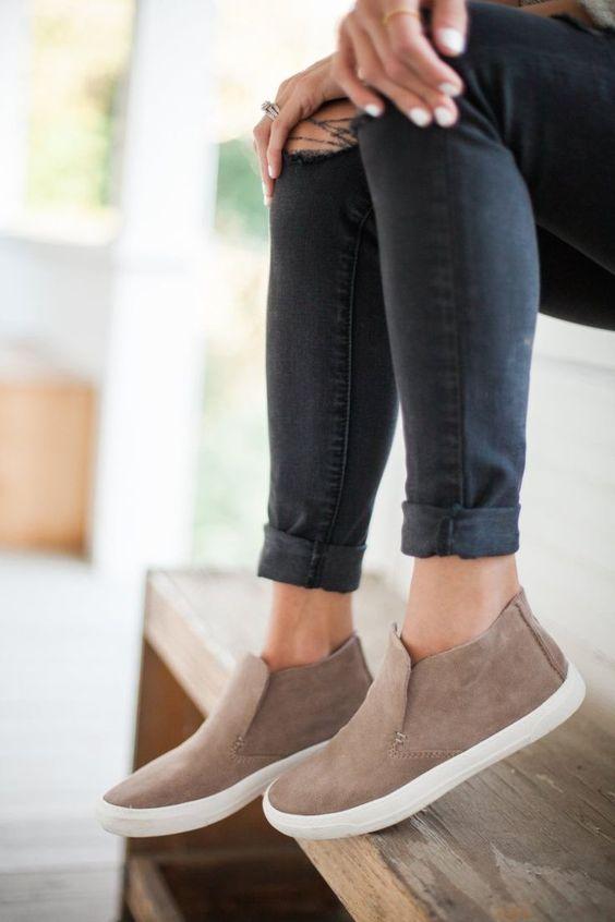 Биркенштоки, мюли, броги: все модели модной обуви