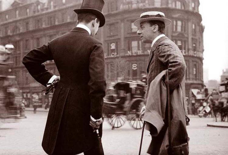 Мужчина случайно купил старый альбом и обнаружил уникальные фото, на которых запечатлена жизнь в Европе в 1904 году