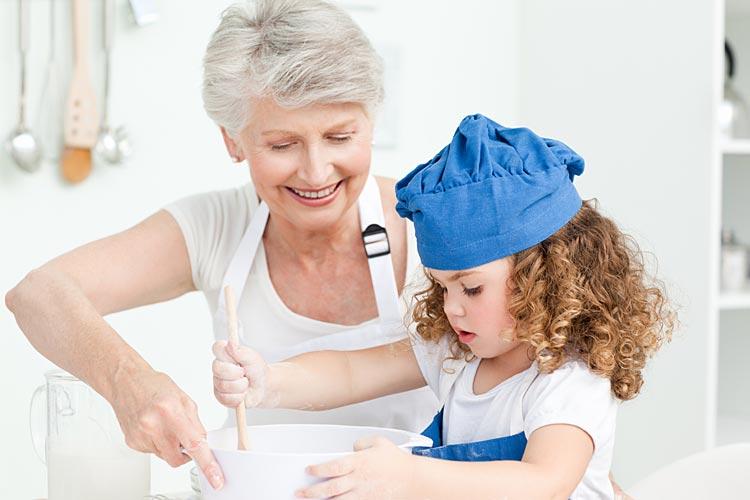 Ученые: бабушка по материнской линии – самый главный человек в жизни ребенка