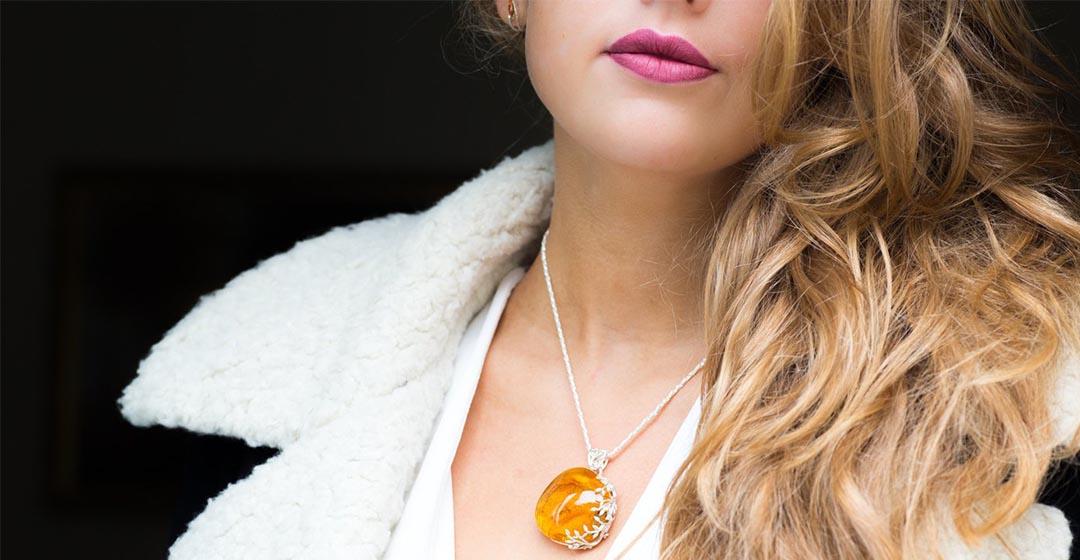 Как носить украшения из янтаря