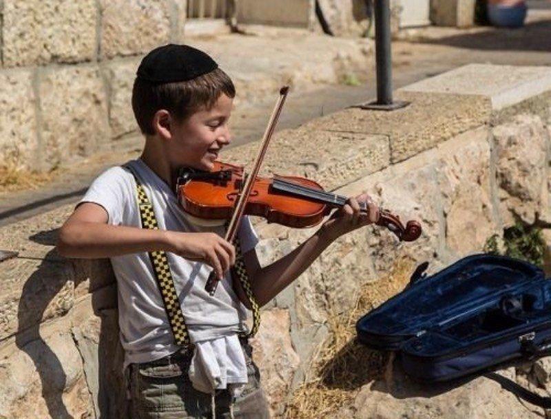 Притча о еврейском мальчике, играющем на скрипке