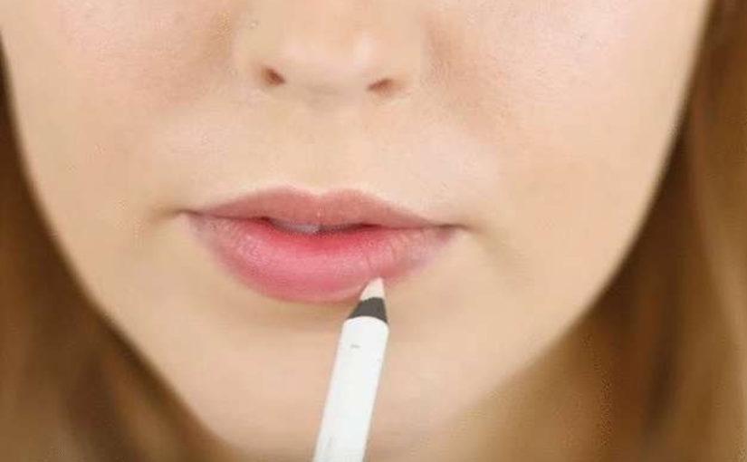 Лайфхак, как красить губы, что бы они выглядели пухлее