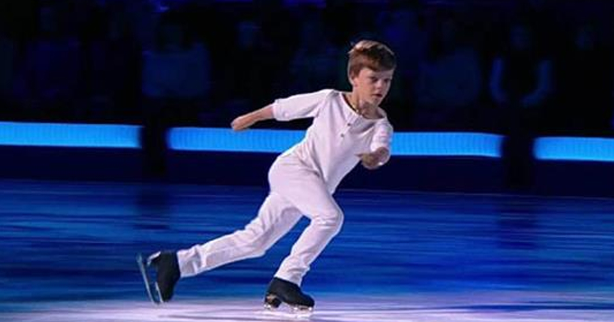 Мальчик станцевал на льду под легендарную песню — видео