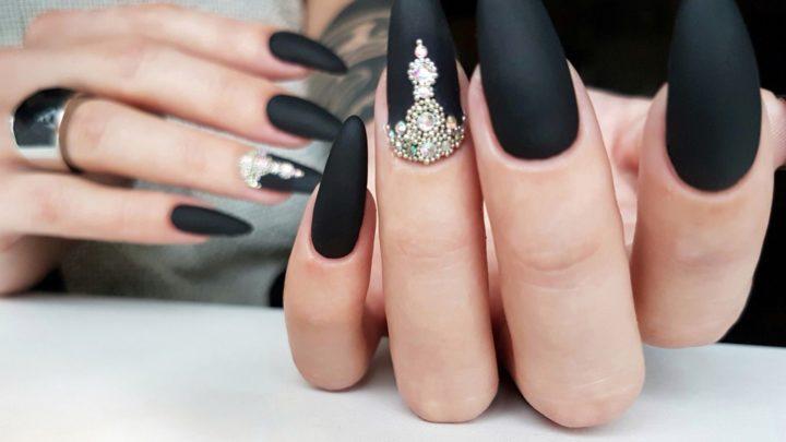 Великолепие черного цвета в маникюрном дизайне